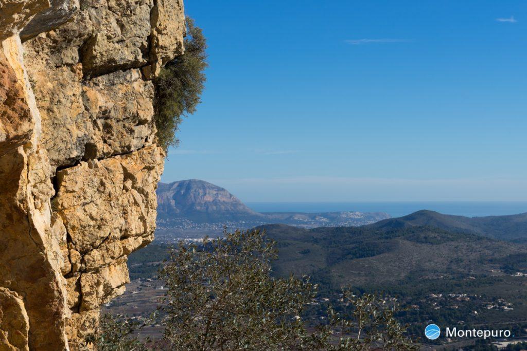 Alt de l´Ample con vistas del Montgó y el mar Mediterráneo