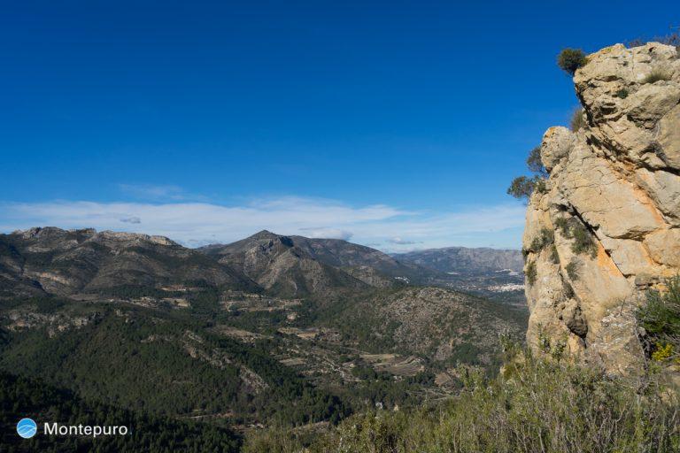 Alt de l´Ample, vistas de la Sierra del Ferrer y Penya Talai