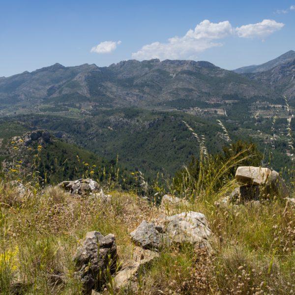 Alt de l´Ample, panorama de la Sierra del Ferrer y Penya Talai