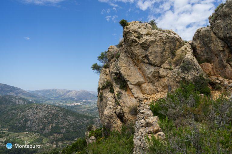Alt de l´Ample, vista a Sierra de la Devesa y Cavall Verd al fondo