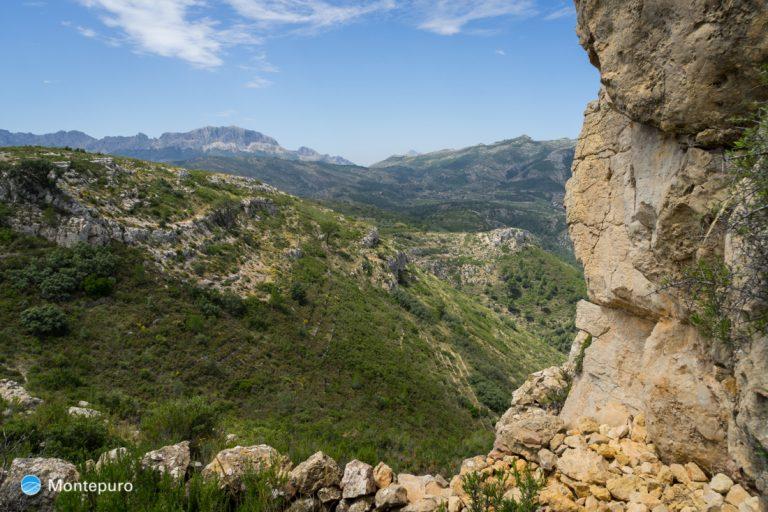 Alt de l´Ample, panorama de la Sierra de Bèrnia y Ferrer