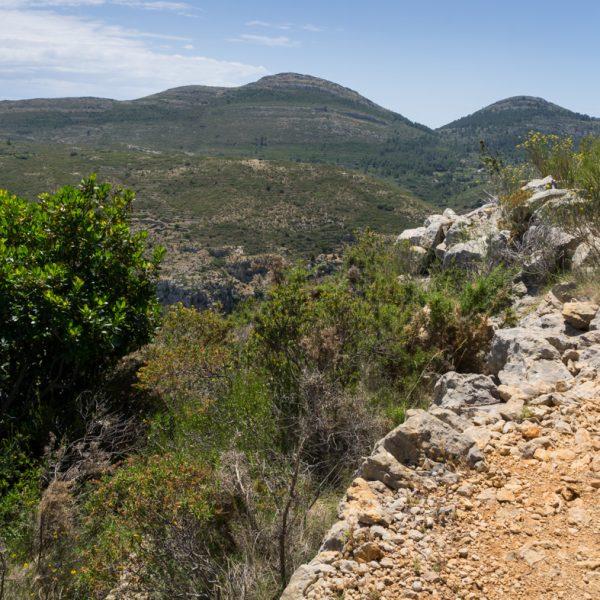 Lloma Llarga con sus cimas Cau y Tossal de Navarro