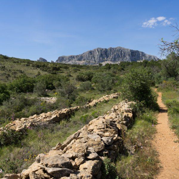 Wanderweg und Blick in die Sierra de Bèrnia