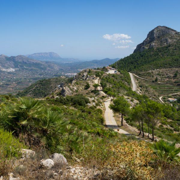 Ausblick auf Penya Talai, El Penyo bei Coll de Rates