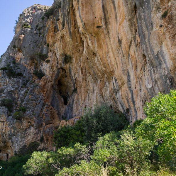 Felsformationen an der Steilwand von l´Ocaive