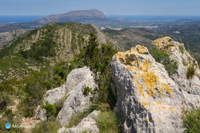 Castell d´Aixa, vista a Muntanya Gran y Montgó