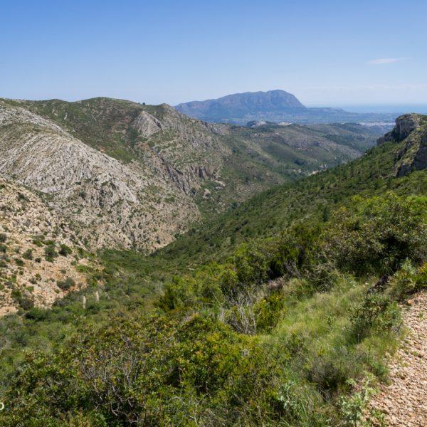 Serra del Castell de la Solana, Blick auf Muntanya Gran und zum Montgó