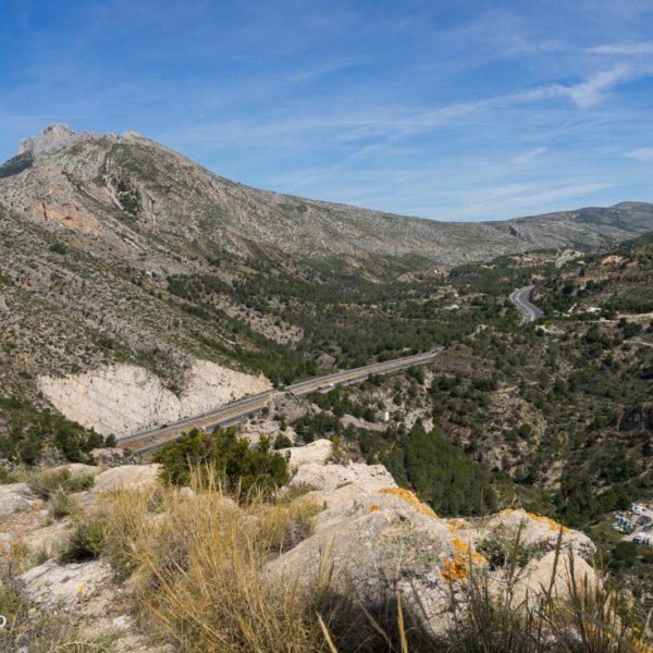 Ausblick von Castellet de Calp auf Serra de Bèrnia