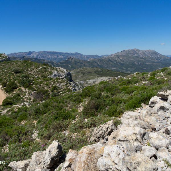 Panorama desde Cocoll a Sierra de Aitortà y Aitana