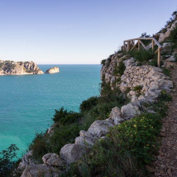Wanderweg zur Steilküste im Naturpark Granadella