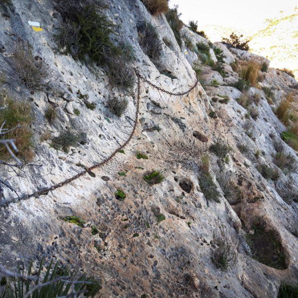 senda con cadenas de seguridad, Parque Natural de la Granadella