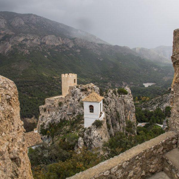 Glockenturm und Castillo de Alcozaiba, Castell de Guadalest