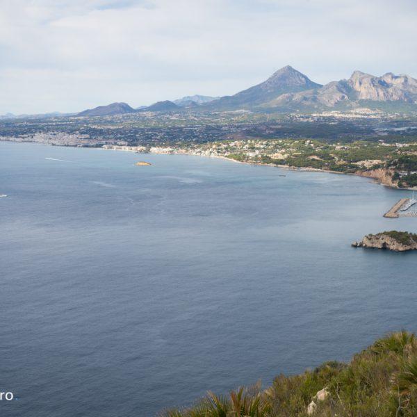 Mirador del Morro de Toix con vistas del mar Mediterráneo, el puerto de Altea y Puig Capmpana