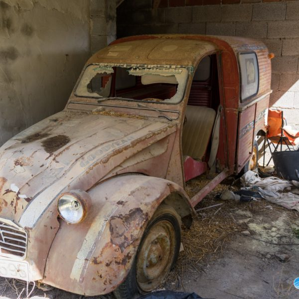 verlassenes Auto in der Sierra de Pedramala