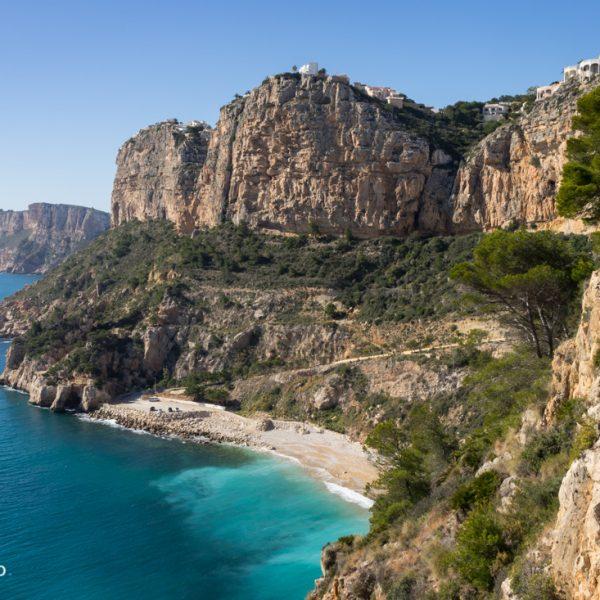 Cala Moraig und Steilküste