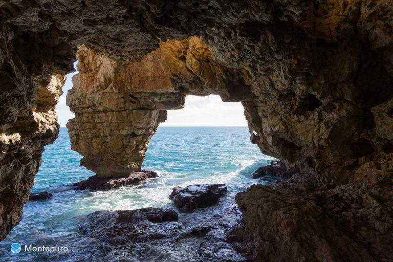 Cova dels Arcs, Cala Moraig