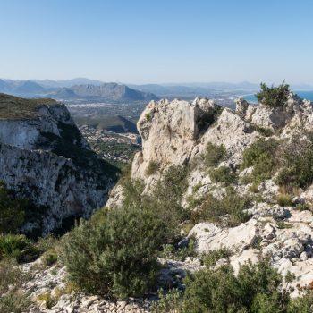 Montgó, piedras y panorama de los barrancos
