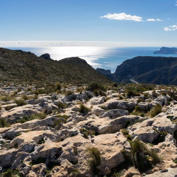 Lapiaz auf dem Felsplateau der Sierra de Oltà