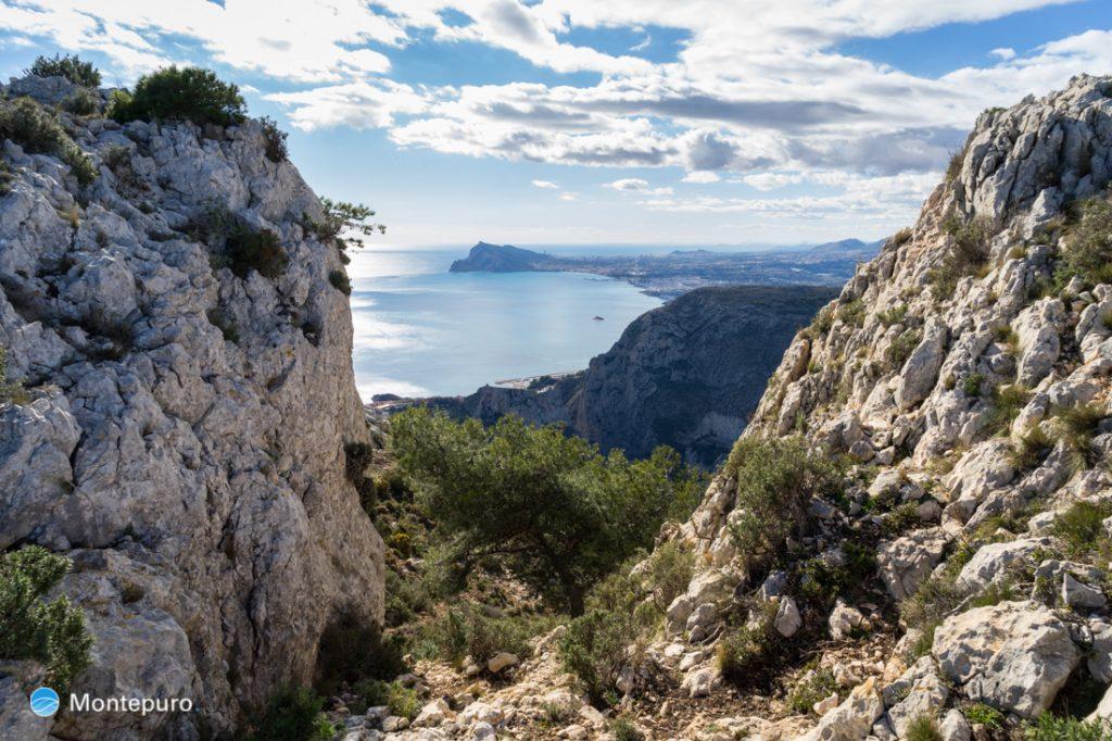 Südgipfel La Mola in der Sierra de Oltà und Blick in die Sierra Gelada