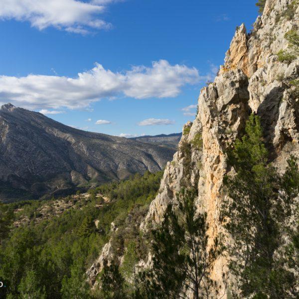 Steilwände der Sierra de Oltà