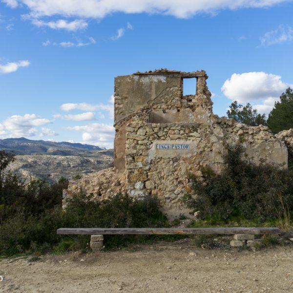 Ruinen am Pas de Canal am Fuße der Sierra de Oltà