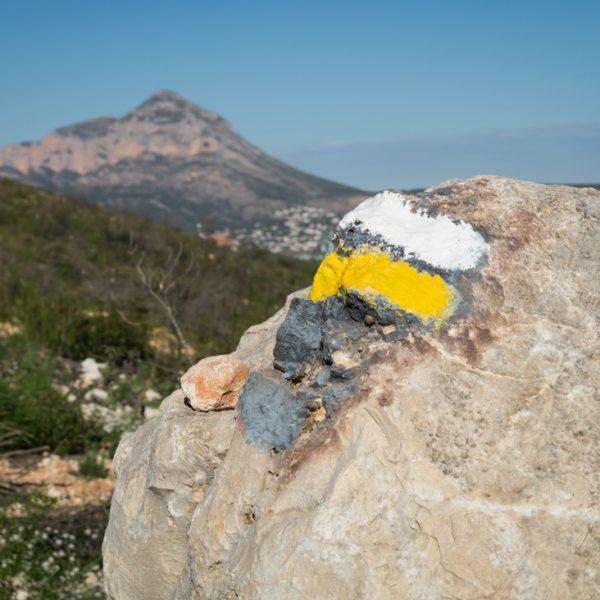 Wegweiser im Naturpark Granadella und Montgó