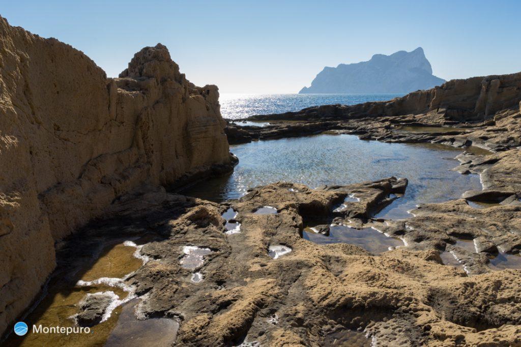 Steinbruch am Paseo Ecologico und Blick auf den Peñón de Ifach