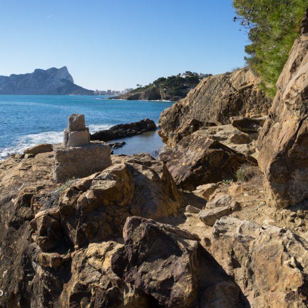 steinige Küste am Paseo Ecologico