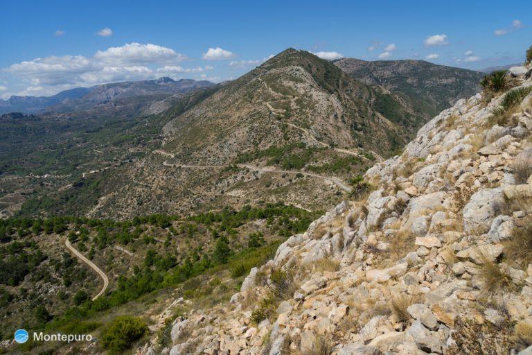en la cima de Penya Talai, vista a Sierra del Carrascal de Parcent