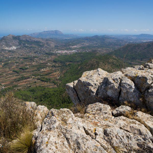 Ausblick von Penya Talai in das Valle de Pop und zum Montgó