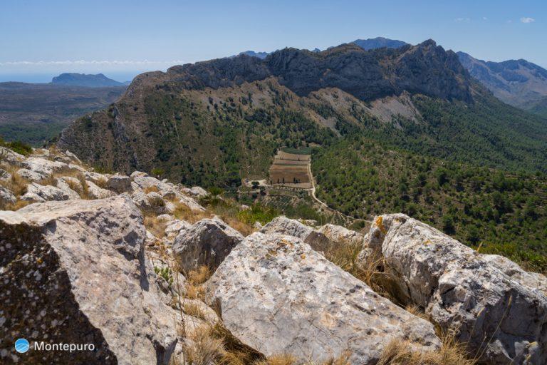 en la cima de Penya Talai, vista a Sierra del Ferrer