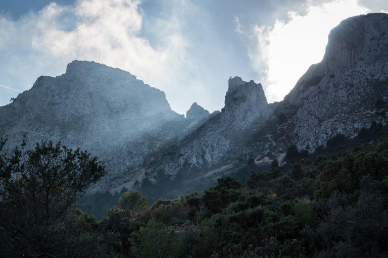 luz en la cresta de la Sierra de Bernia