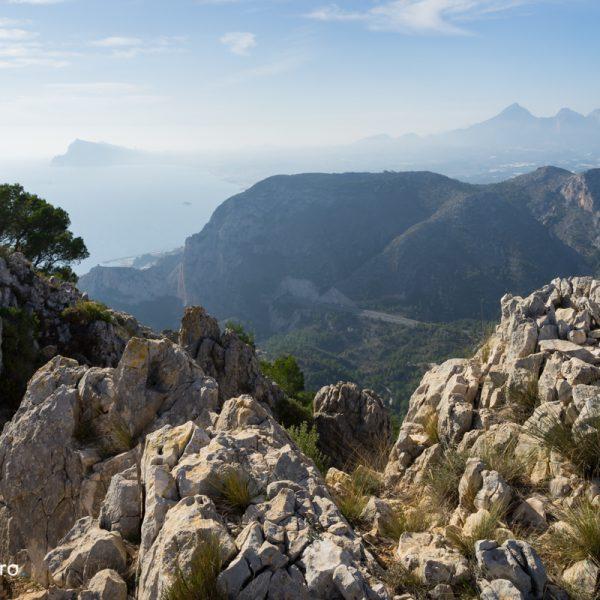 Sierra de Oltà, con vistas de la Sierra Helada, Mascarat y Puig Campana
