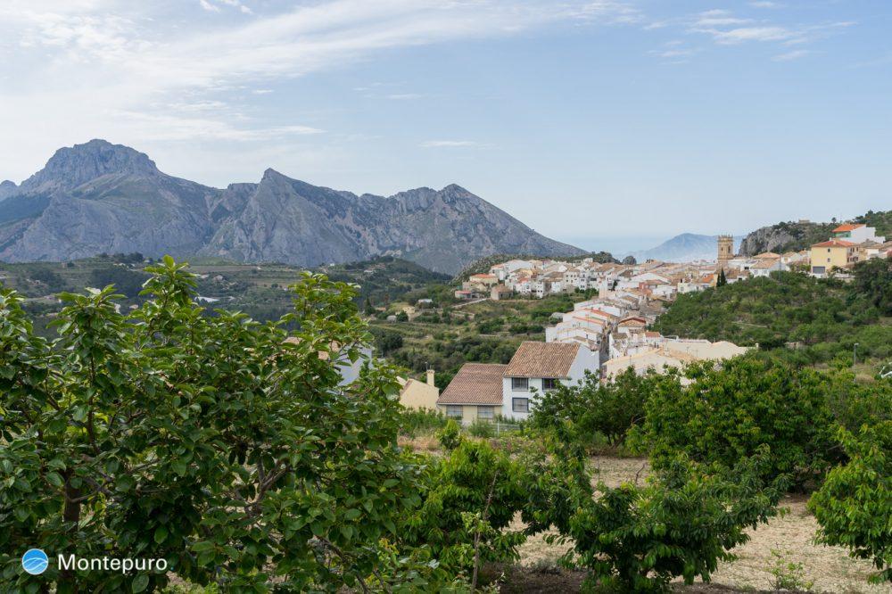 pueblo de Tàrbena y Sierra de Bèrnia