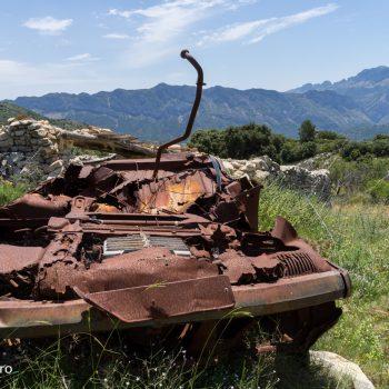 coche viejo, Panorama de Sierra del Ferrer y Sierra de Bèrnia