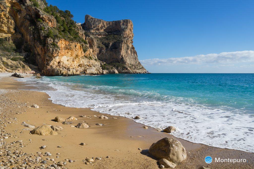 Cala Moraig, Morro Falquí y mar Mediterráneo
