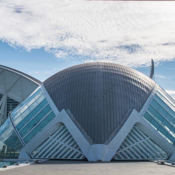 Frontansicht des Hemisfèric, Stadt der Künste und der Wissenschaften in Valencia