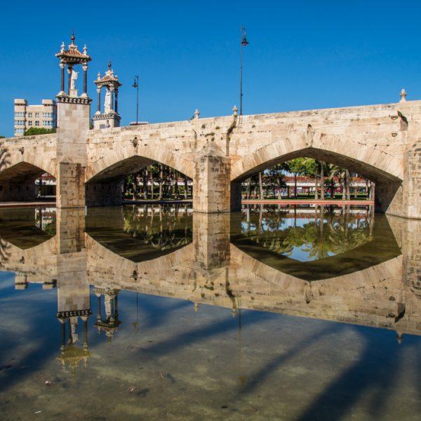 Brücke Puente del Mar im Naturpark Valencia, Naturpark Jardin del Turia