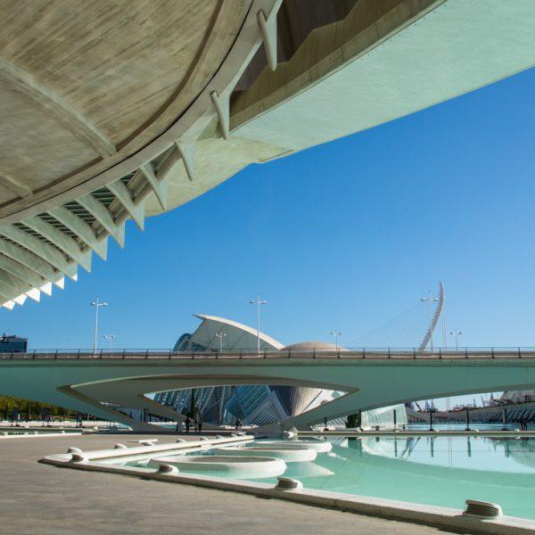 Blick vom Palau de les Arts zur Brücke Puente de Monteolivete, Valencia